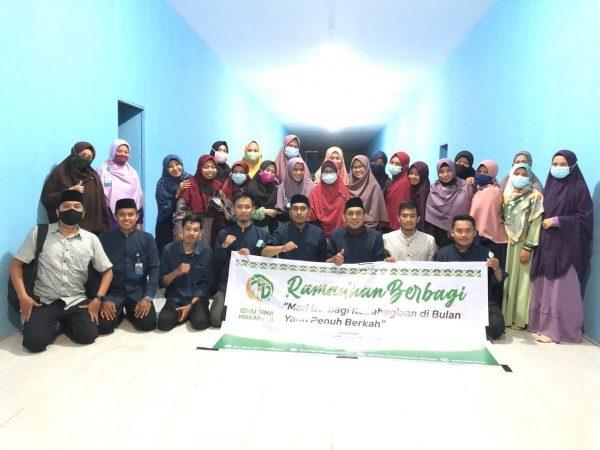 SIT Ibnu Sina Makassar Bagi-bagi Sembako dan Iftar Buka Puasa